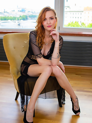 Elegant Redhead Belle...